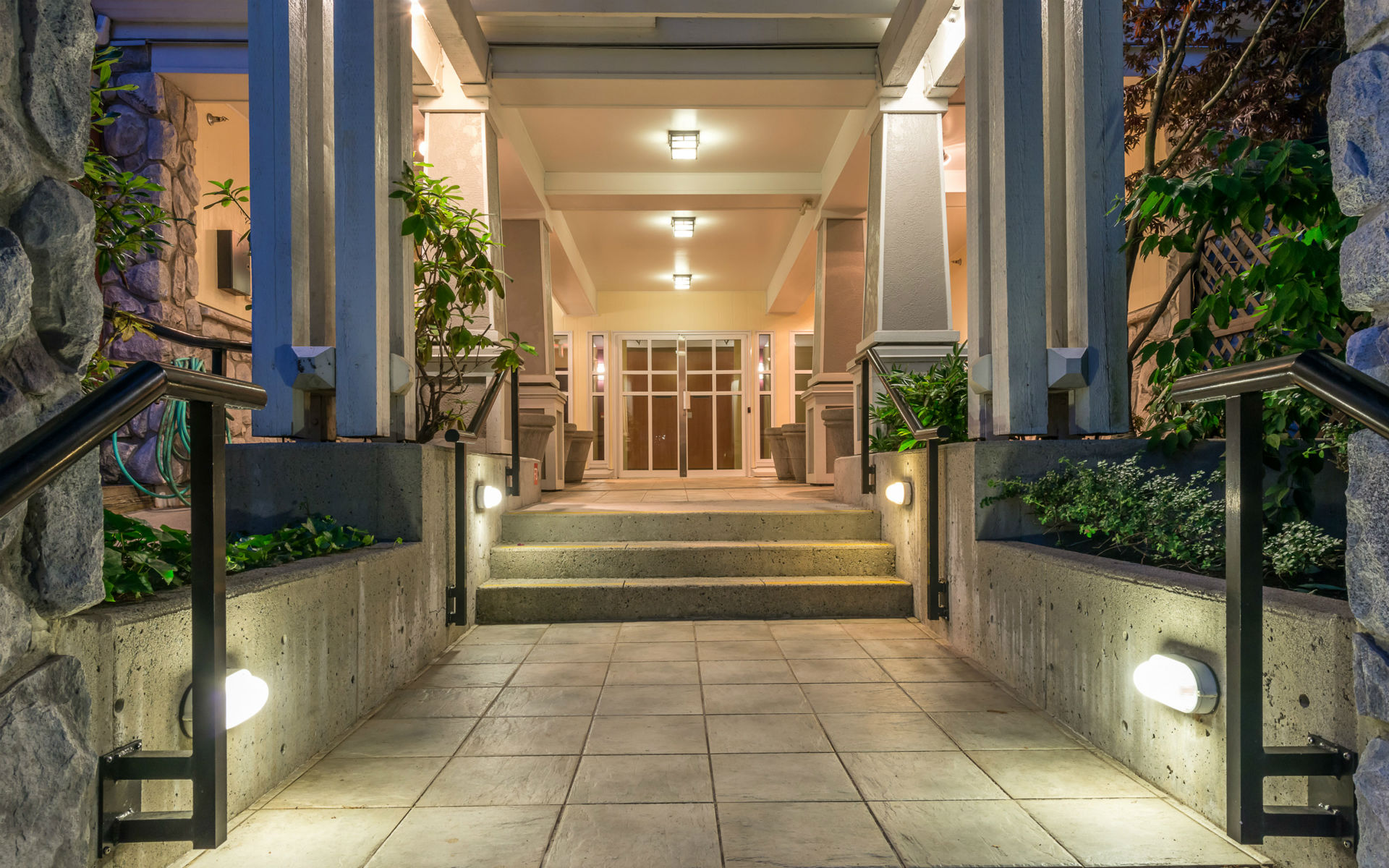 High-end building entrance lighting